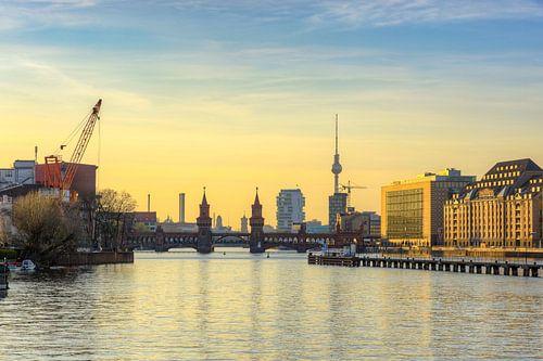 Blick zur Oberbaumbrücke in Berlin von