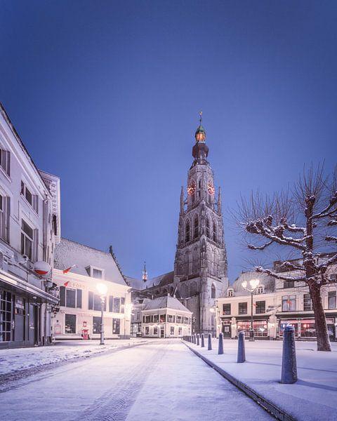 Besneeuwde Havermarkt in de nacht - Breda van Joris Bax