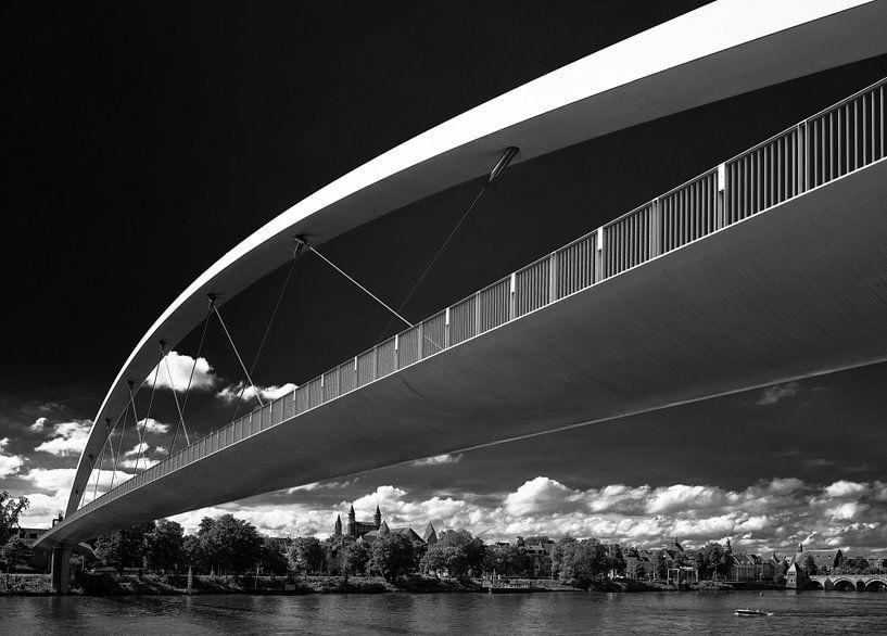 Voetgangersbrug in Maastricht. van Leo Langen