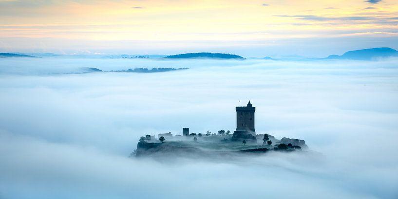 Chateau Polignac in de ochtendmist van Nando Harmsen