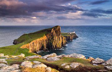 Sonnenuntergang am Leuchtturm, Neist Point, Isle of Skye, Schottland von Sebastian Rollé - travel, nature & landscape photography