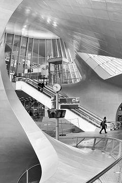 Architektur Arnheim Bahnhof in Schwarz-Weiß - Architekt Ben van Berkel von Marianne van der Zee