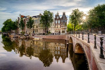 Zonnestralen op de Keizersgracht te Amsterdam van Thea.Photo