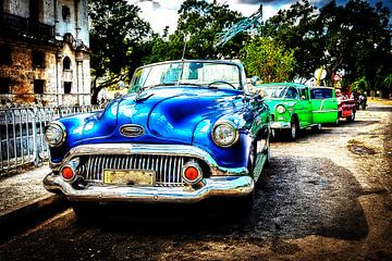 blauwe vintage cabriolet auto in oude stad havana meerdere blootstelling cuba van Dieter Walther