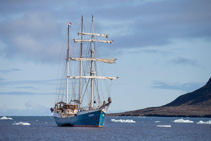 Grand voilier Barquentine Antigua sur Menno Schaefer