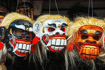 kleurrijke traditionele maskers gemaakt van hout in Bali Indonesië van Dieter Walther
