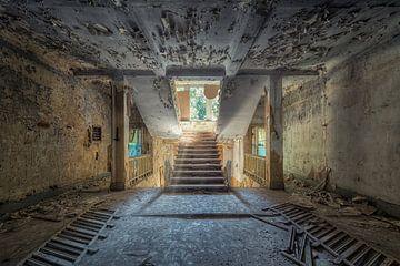 Verlaten plaats - trap van Carina Buchspies