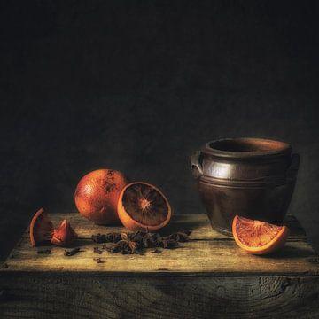 Stilleven bloedsinaasappel van Monique van Velzen