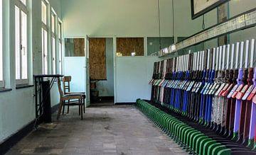 Lichtblauw Interieur seinhuis België I Bloktoestel met hendels I Retro look I Art kleurenprint van Floris Trapman