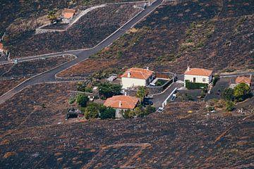 Bâtiments situés sur les collines autour du volcan San Antonio | La Palma sur Rob van der Pijll