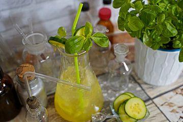 Komkommer Gin Basil Cocktail in een fles van Babetts Bildergalerie