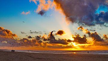 Zonsondergang strand Noordwijk van Marcel Verheggen