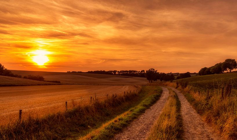 Zonsondergang omgeving Simpelveld van John Kreukniet