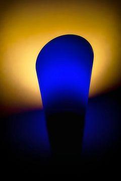 Compositie in blauw en geel van Jan van der Knaap