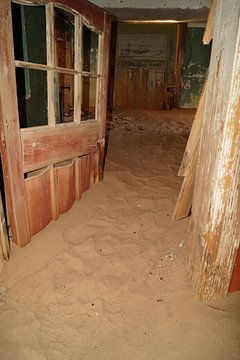 Deur in het zand von Erna Haarsma-Hoogterp