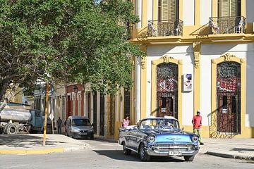 Oldtimer in den Straßen von Habana Vieja von Anouk Hol