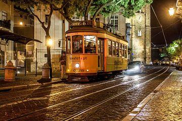 Straße mit Tram in Lissabon von Stephan Neven