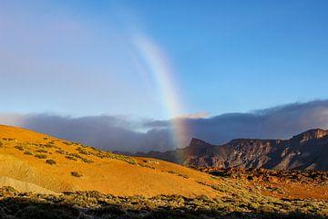Landschaft mit Regenbogen auf Teneriffa von Reiner Conrad