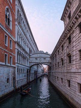 Blick auf die Seufzerbrücke in Venedig von Rico Ködder