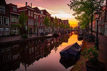 Oude Rijn, Leiden bij zonsondergang van Franck Doho