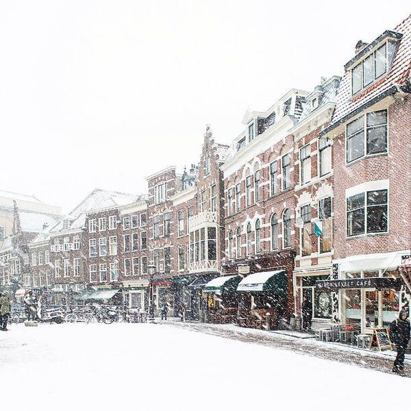 Winter in Utrecht. De Vismarkt onder een dik pak sneeuw. van De Utrechtse Grachten