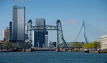 De Hef en Erasmusbrug in Rotterdam sur