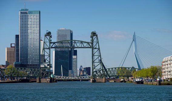 De Hef en Erasmusbrug in Rotterdam van Mark De Rooij