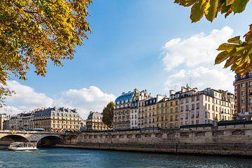 Blick auf Gebäude an der Seine in Paris, Frankreich sur Rico Ködder