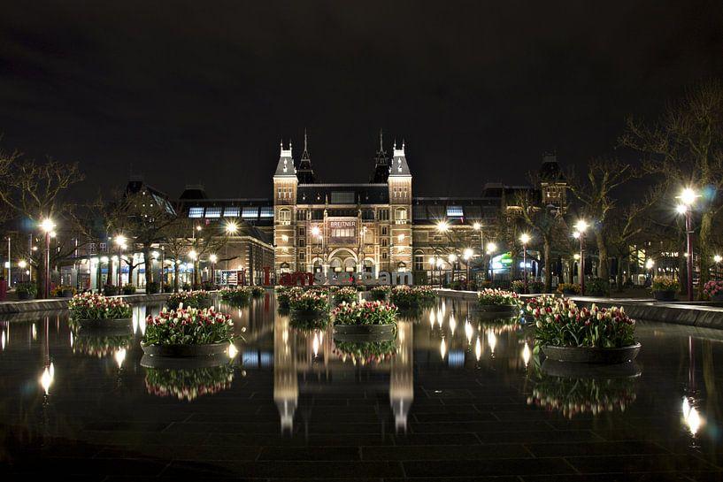 Amsterdam Museumplein bij nacht van Wendy Kops