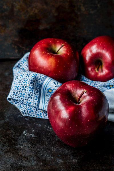 Rode appels stilleven  van Origami Art