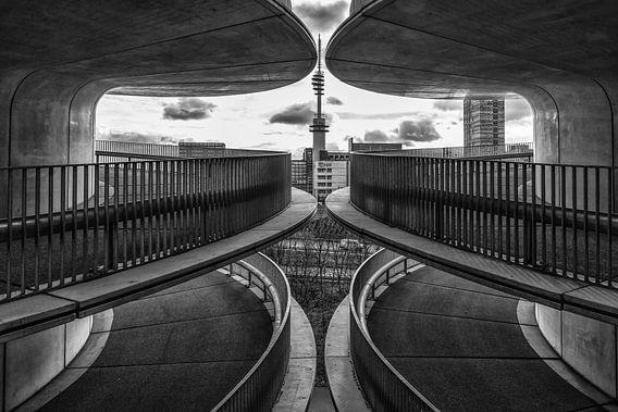 symmetrie op het parkeerdek van Renate Oskam