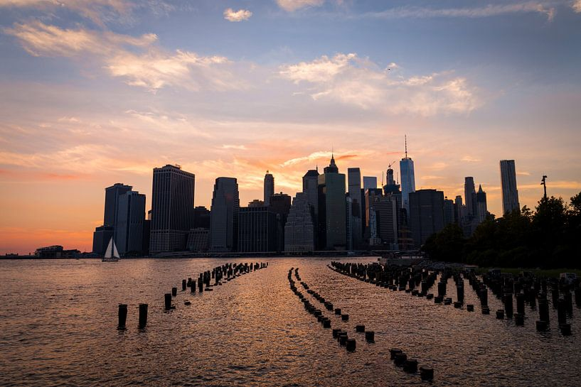 New York City skyline at dusk van Mark Wijsman