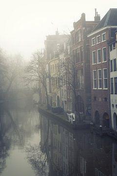 Mist boven de Oudegracht in Utrecht (1) van De Utrechtse Grachten