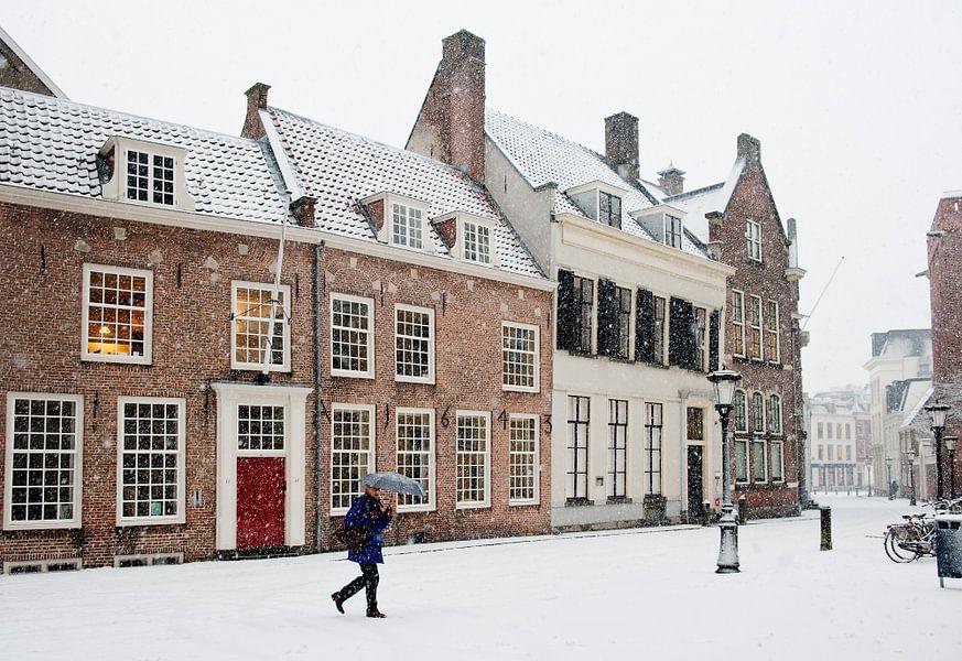 Sneeuw achter de Dom in Utrecht