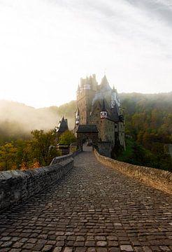 Un château dans le brouillard sur MAT Fotografie