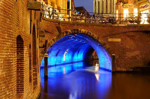Stadhuisbrug over Oudegracht in Utrecht  van Donker Utrecht