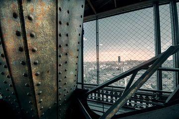 Eiffeltoren (interieur met uitzicht) van Bert-Jan de Wagenaar