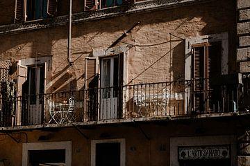 Das dolce vita auf einem italienischen Balkon von Isis Sturtewagen