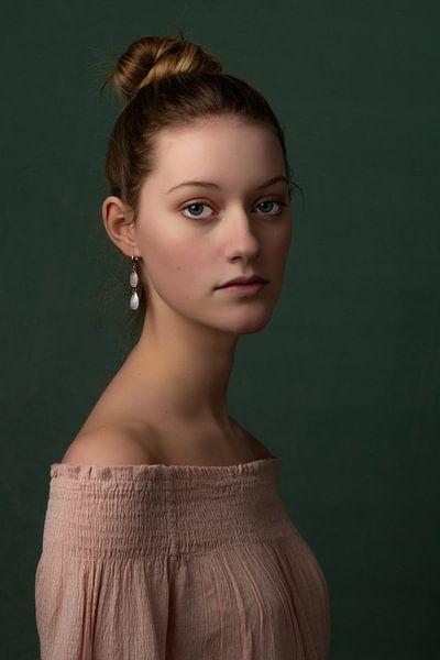 Klassiek portret van Cindy Langenhuijsen