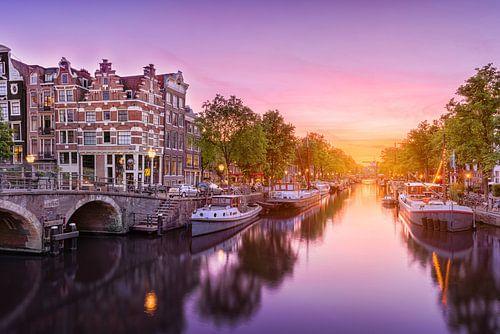 Zonsondergang bij de Amsterdamse grachten