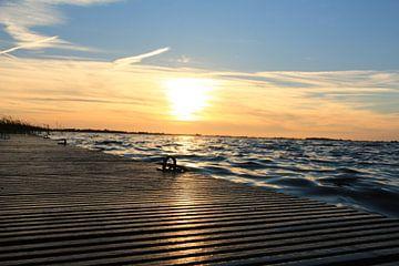 Zonsondergang  Slotermeer - Sloten Friesland. van Fotografie Sybrandy