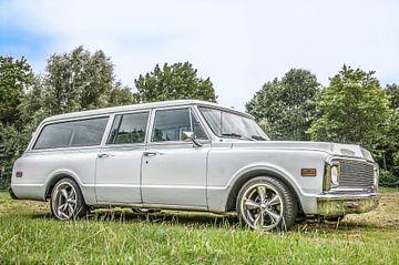 Witte Auto Oldtimer Chevrolet Suburban von R Alleman