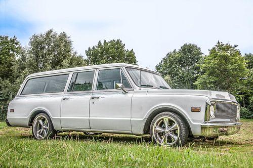 Witte Auto Oldtimer Chevrolet Suburban