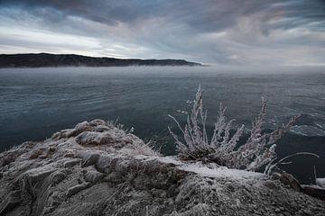 Düstere Lockenwolken und kalte Steine von Michael Semenov