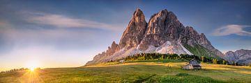 Alpenpanorama mit schöner Alm in den Dolomiten von Voss Fine Art Photography