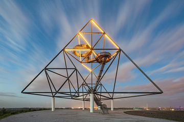 Tetrahedron Bottrop in de avond van Michael Valjak