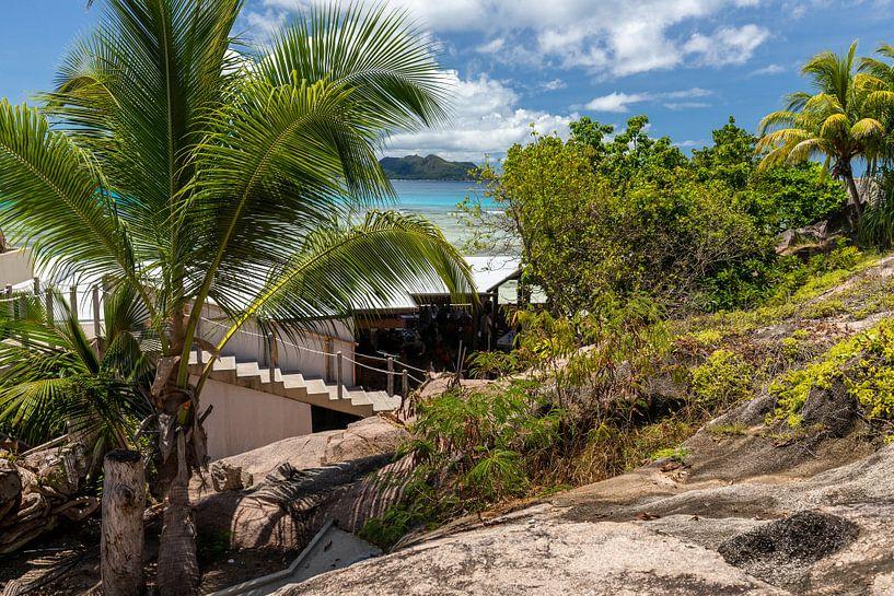 Zandstrand op het eiland Praslin van de Seychellen van Reiner Conrad