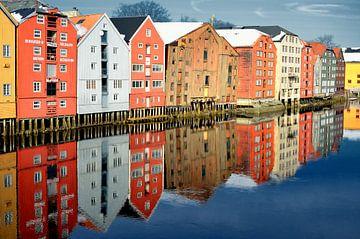 Kleurrijke kantoorgebouwen in Trondheim van Iris Heuer