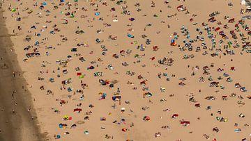 Luftaufnahme geschäftiger Tag Egmond aan Zee von aerovista luchtfotografie