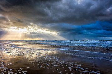 zeegezicht met de Noordzee en een ondergaande zon van eric van der eijk